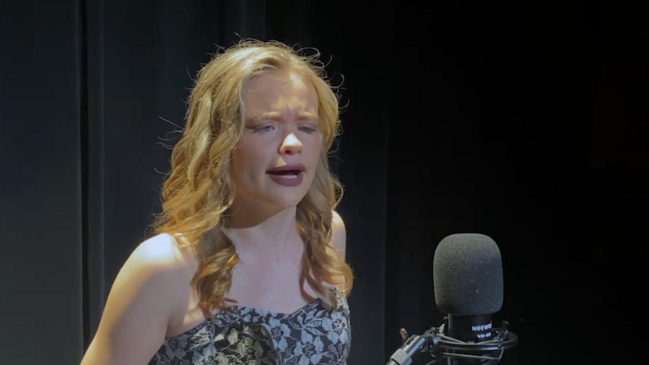 Aleyah Deller - Blind teen writes song