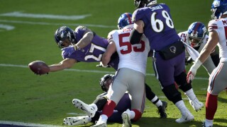Torrid Ravens get jump on Giants, roll to easy 27-13 victory.jpg