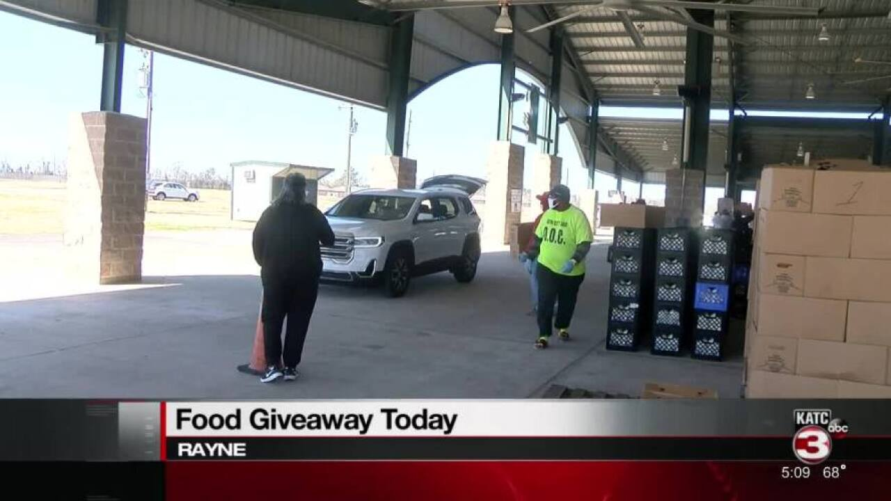 Second Harvest holds food distribution in Rayne.jpg