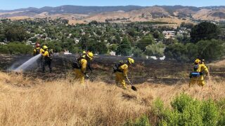 Fire burns one acre of brush on Cerro San Luis