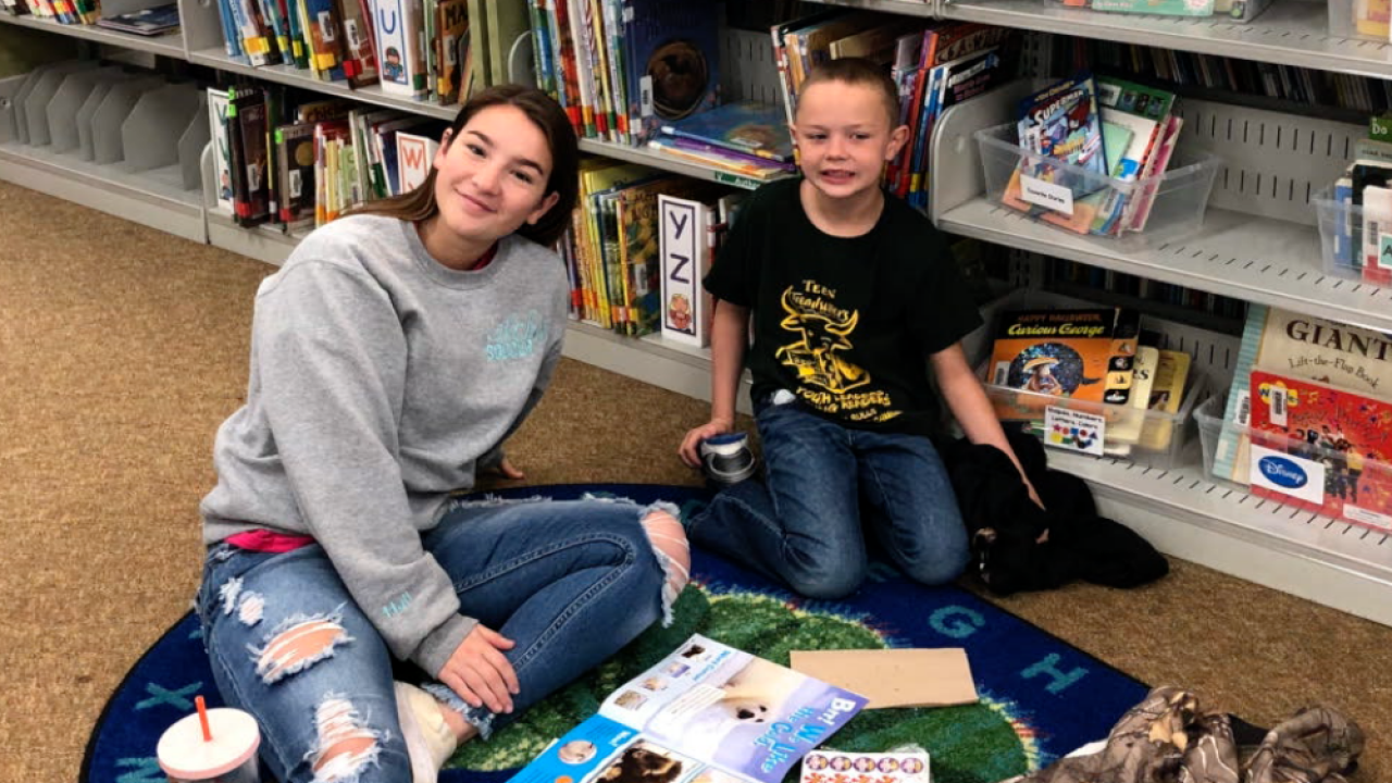 Strawberry Crest High students help kids learn to read