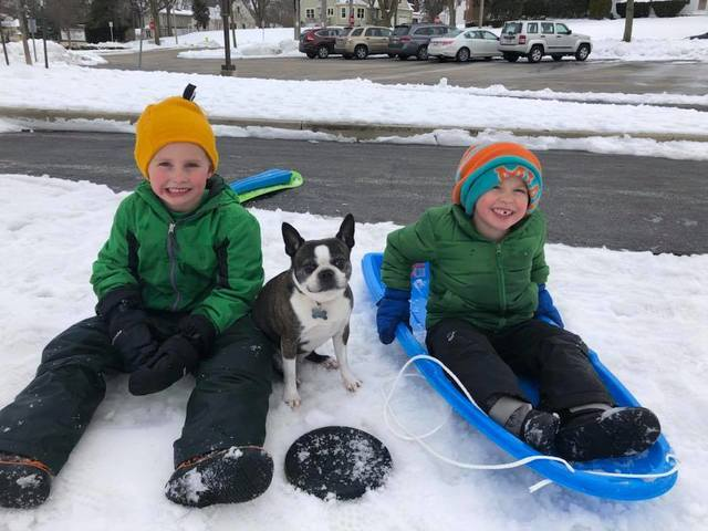 Viewers making the best of the April snow