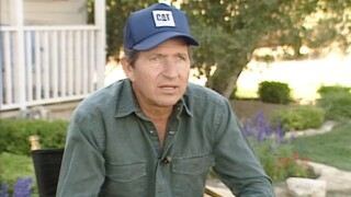 """Country star Mac Davis, who launched his career crafting the Elvis hits """"A Little Less Conversation"""" and """"In the Ghetto,"""" and whose own hits include """"Baby Don't Get Hooked On Me,"""" has died. He was 78."""
