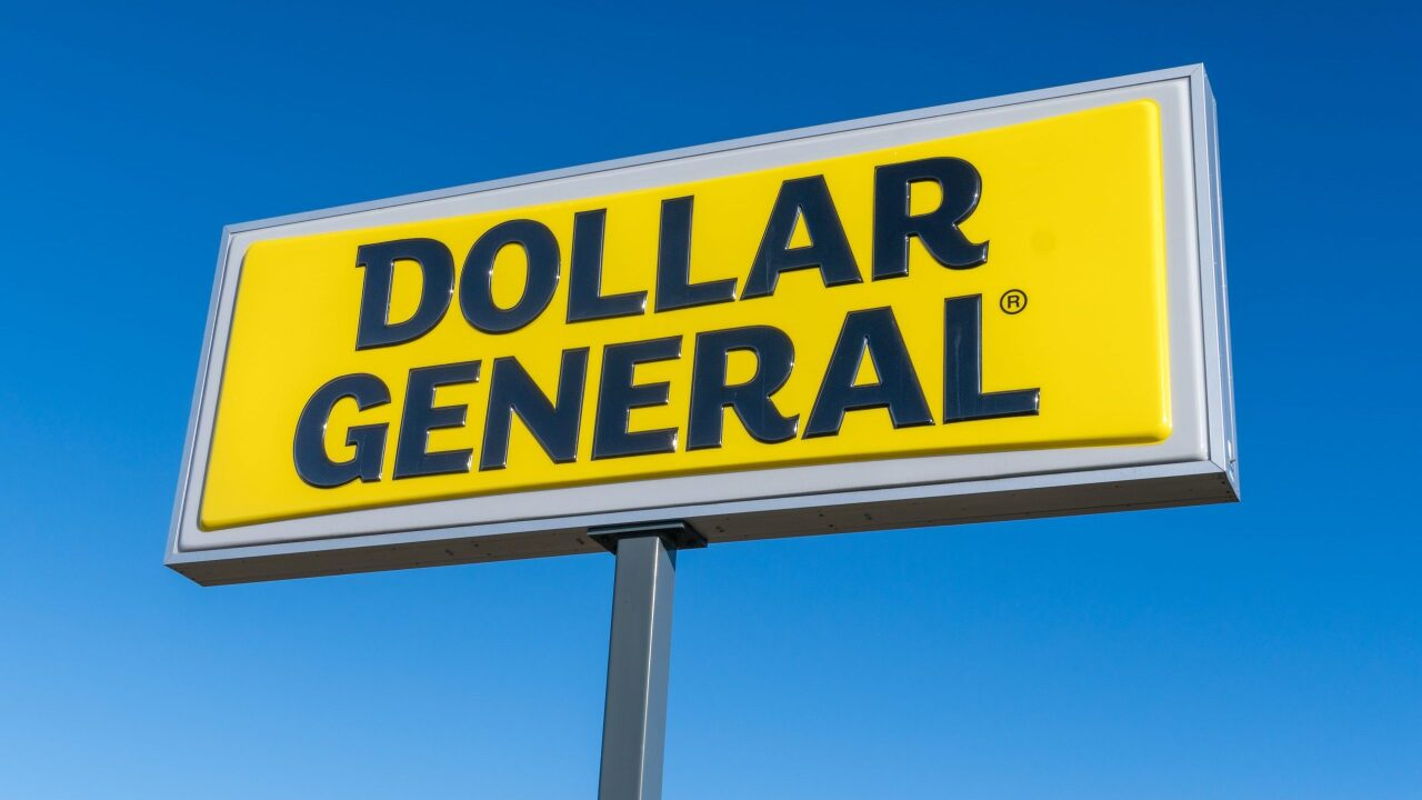 Dollar General, Trader Joe's and Aldi will pay employees to get COVID-19 vaccine