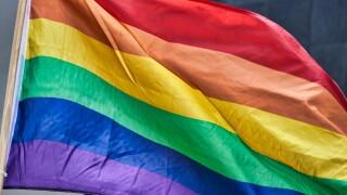 rainbow-flag-4426296_1920.jpg