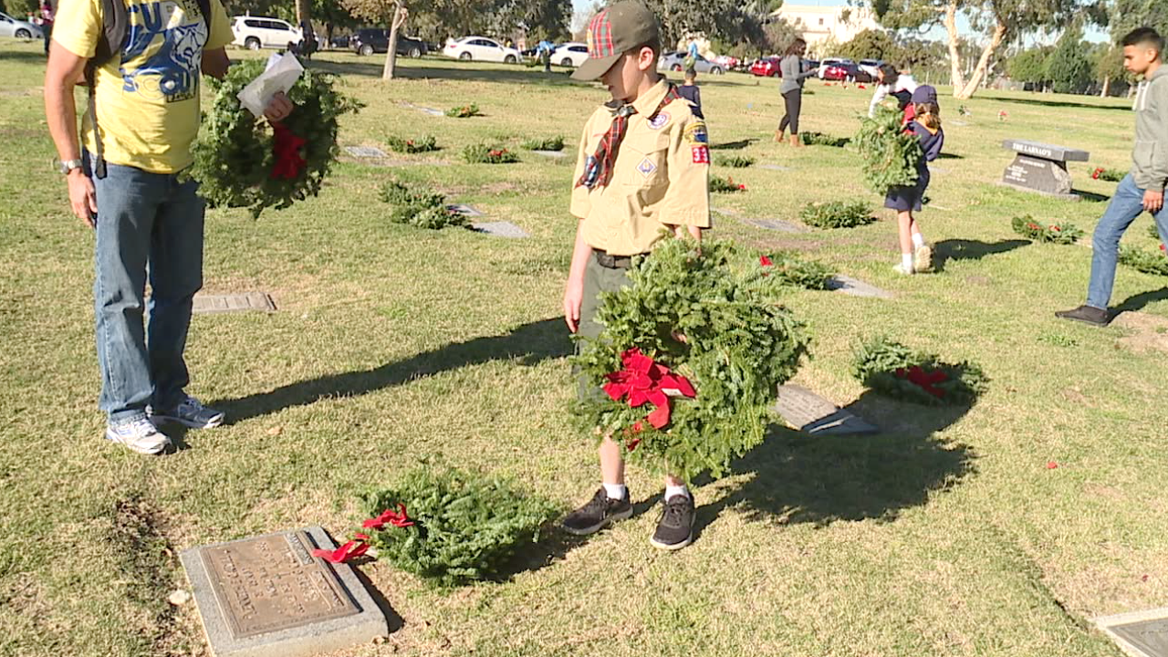 wreaths 2018-12-15 at 5.23.53 PM.png