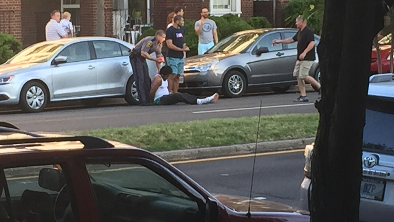 Bystander takes down suspect who ran fromtrooper