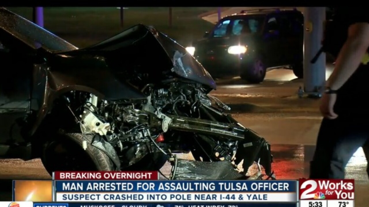 Man assaults Tulsa cop at traffic stop