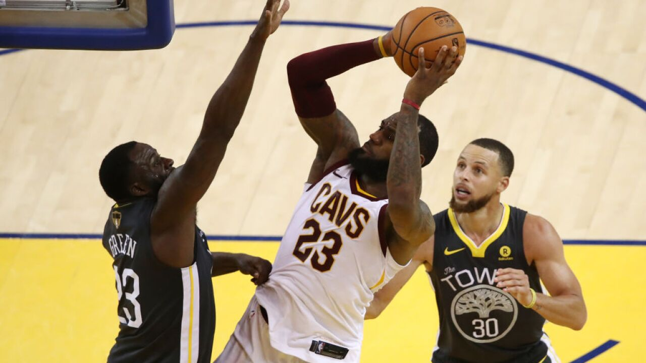 Warriors take Game 2 from Cavs, as series heads back to Cleveland