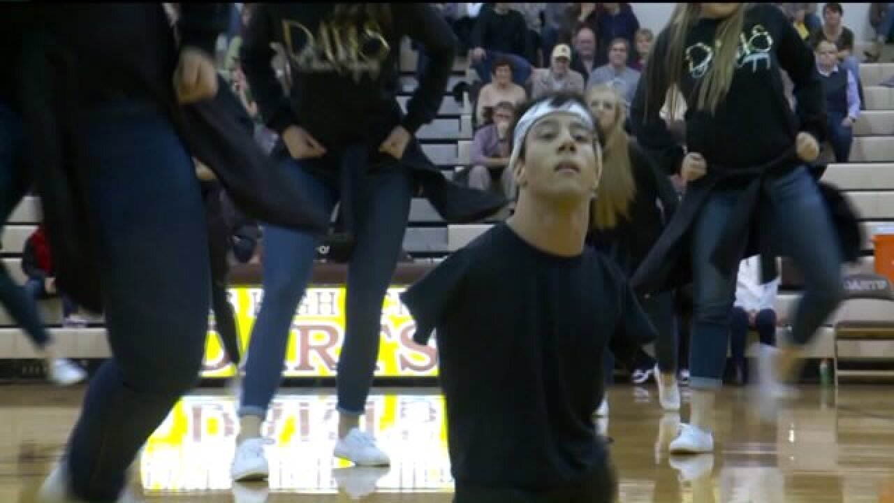 Utah teen with no arms or legs inspiring classmates on high school danceteam