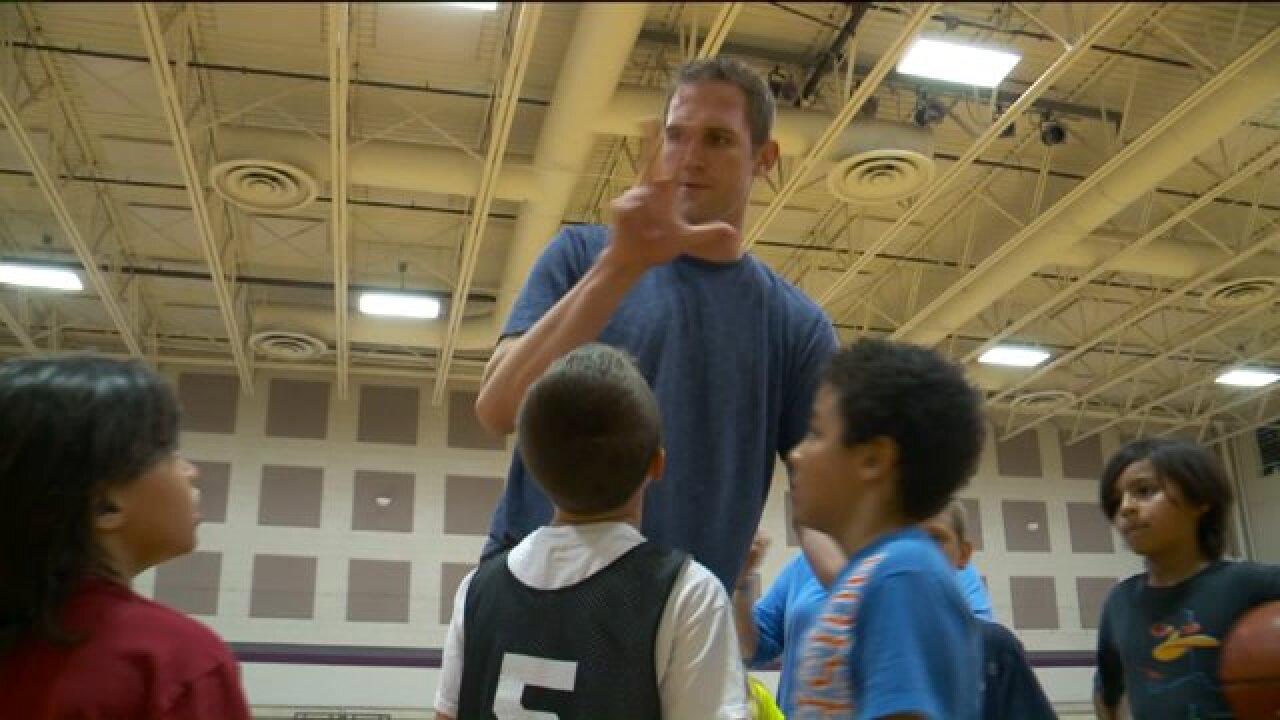 Pro basketball player with Utah ties who is legally deaf hosts camp for youth with hearing loss