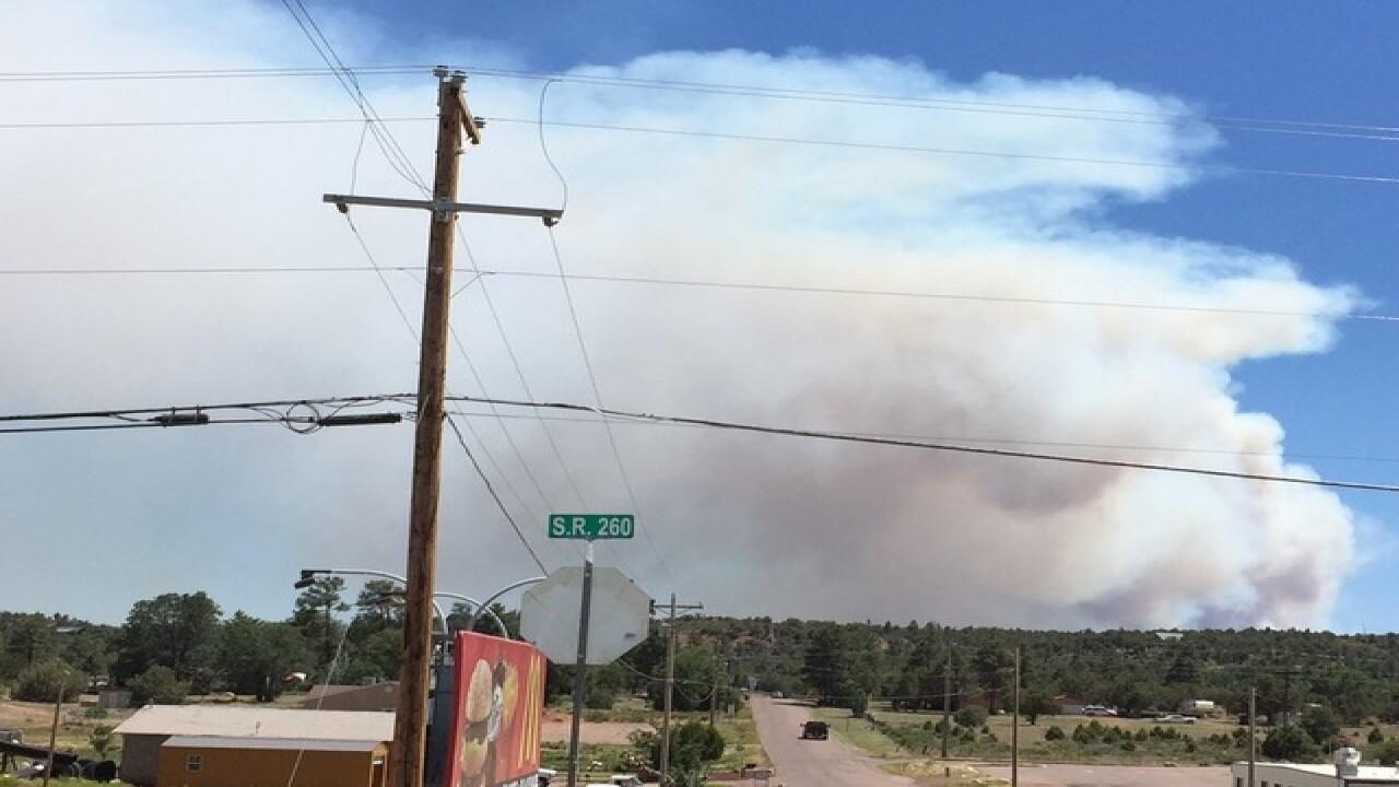 Brush fire shuts down US 60 near Show Low