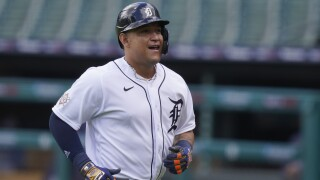 Miguel Cabrera gets 2,000th hit with Tigers, team moves back to .500