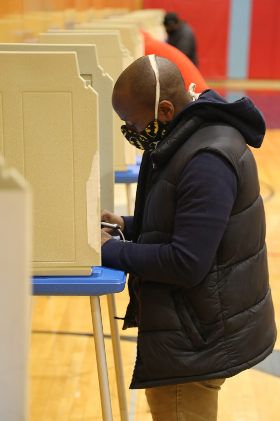 Voting at Milwaukee Marshall HS.JPG