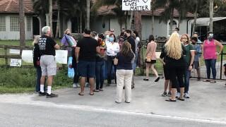 Neighbors show support for Jupiter family.