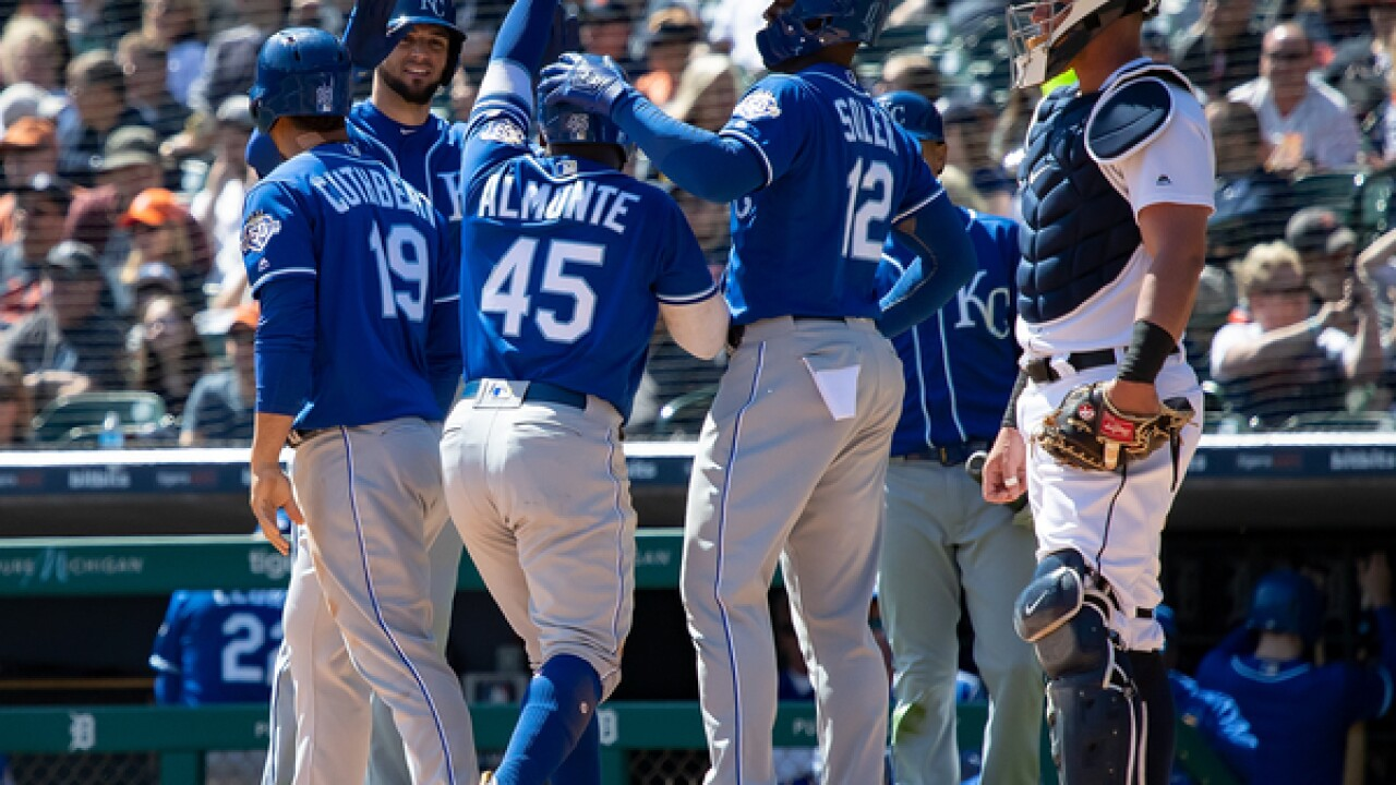 Royals earn a split in Detroit by scoring eight runs all on homers