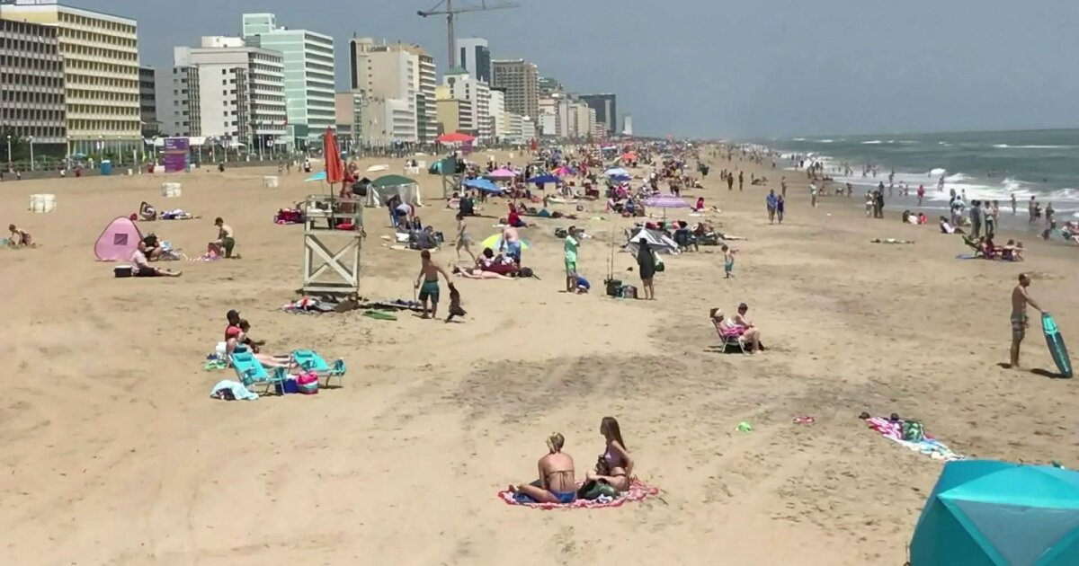 Northam visits Virginia Beach as beachgoers flock to oceanfront