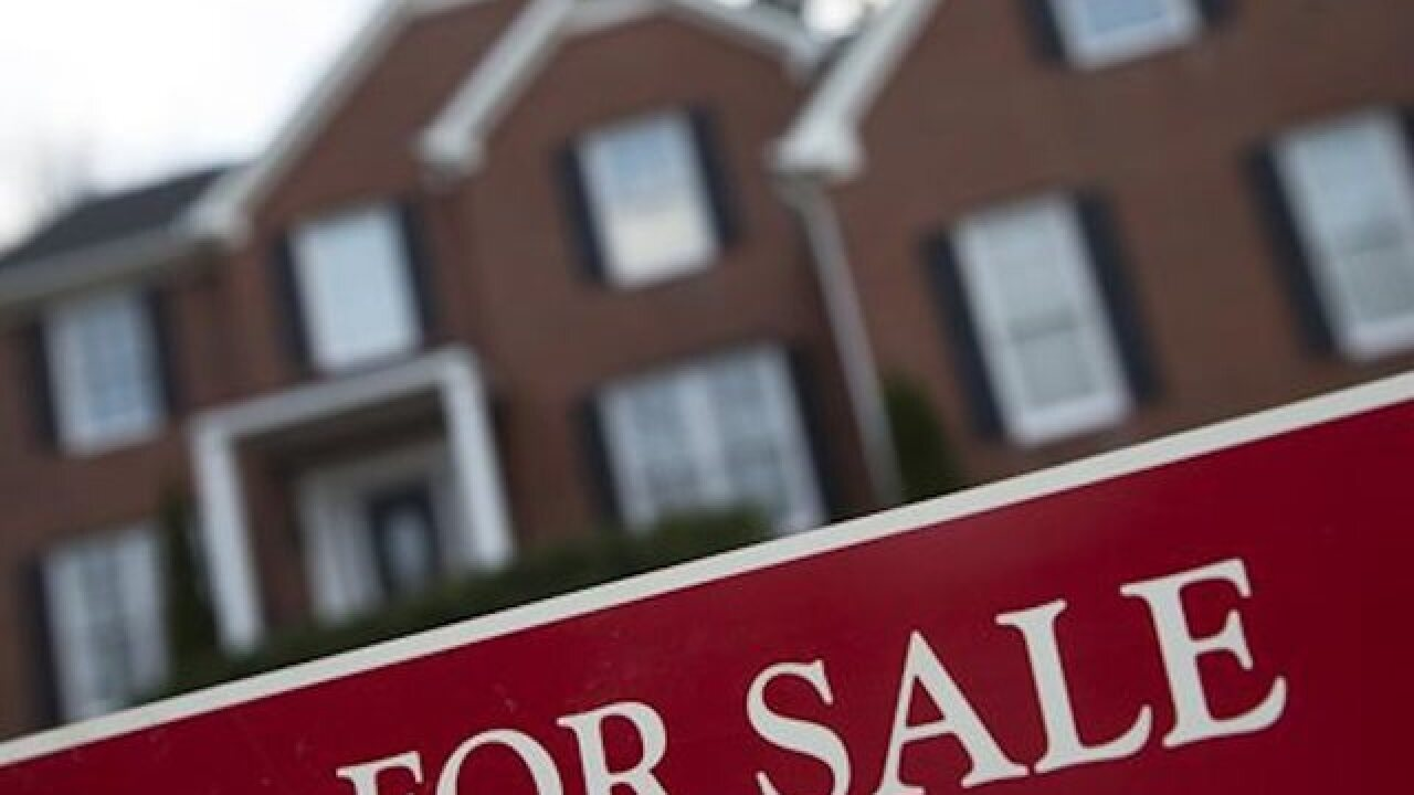 Homeowners rush to refinance as rates fall below 3%