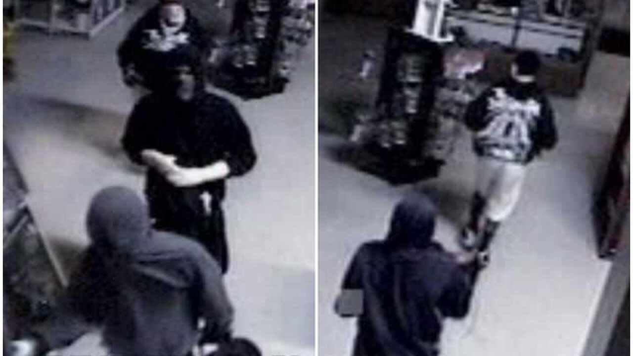 Authorities looking for thieves who stole 50 guns from Sharonville store
