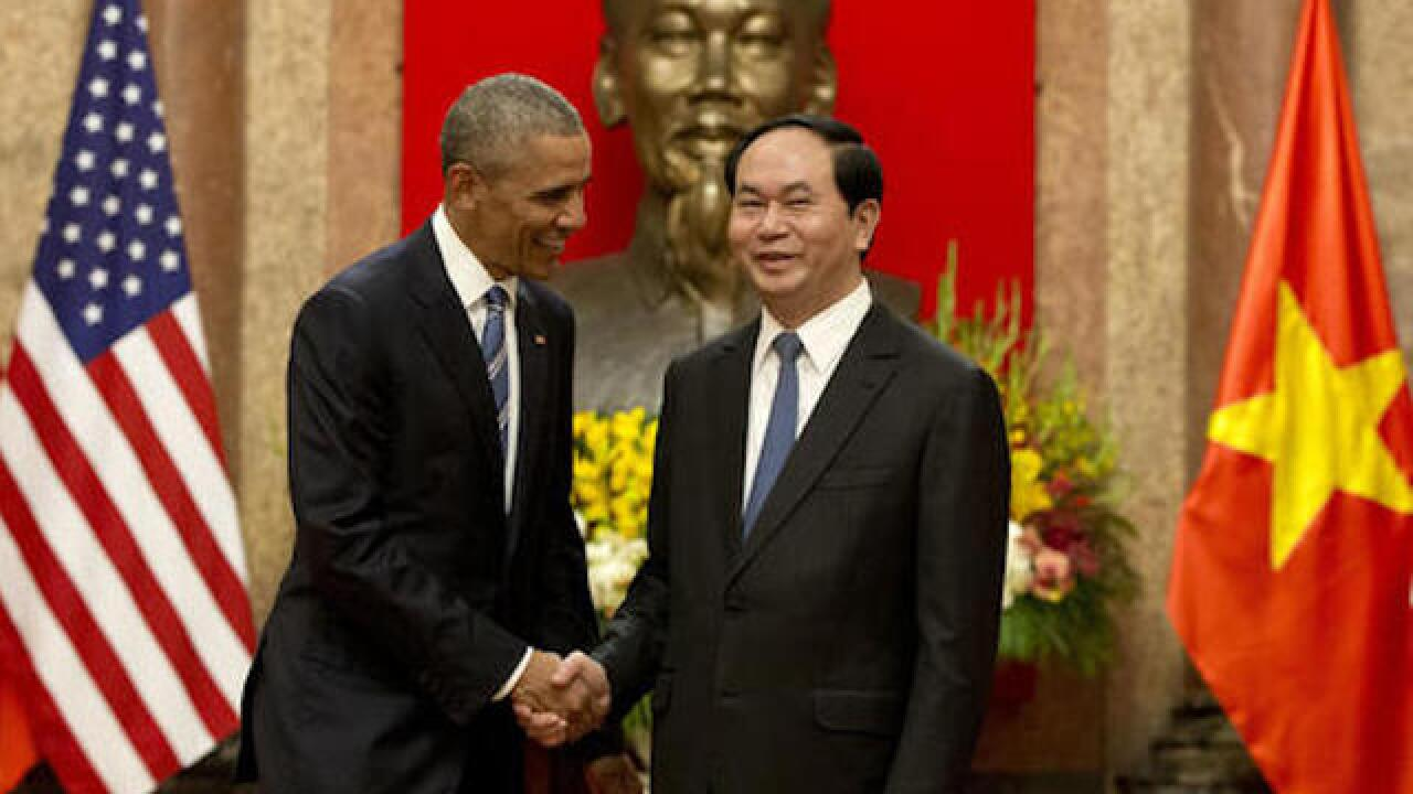 Obama lifts arms ban in his 1st visit to Vietnam
