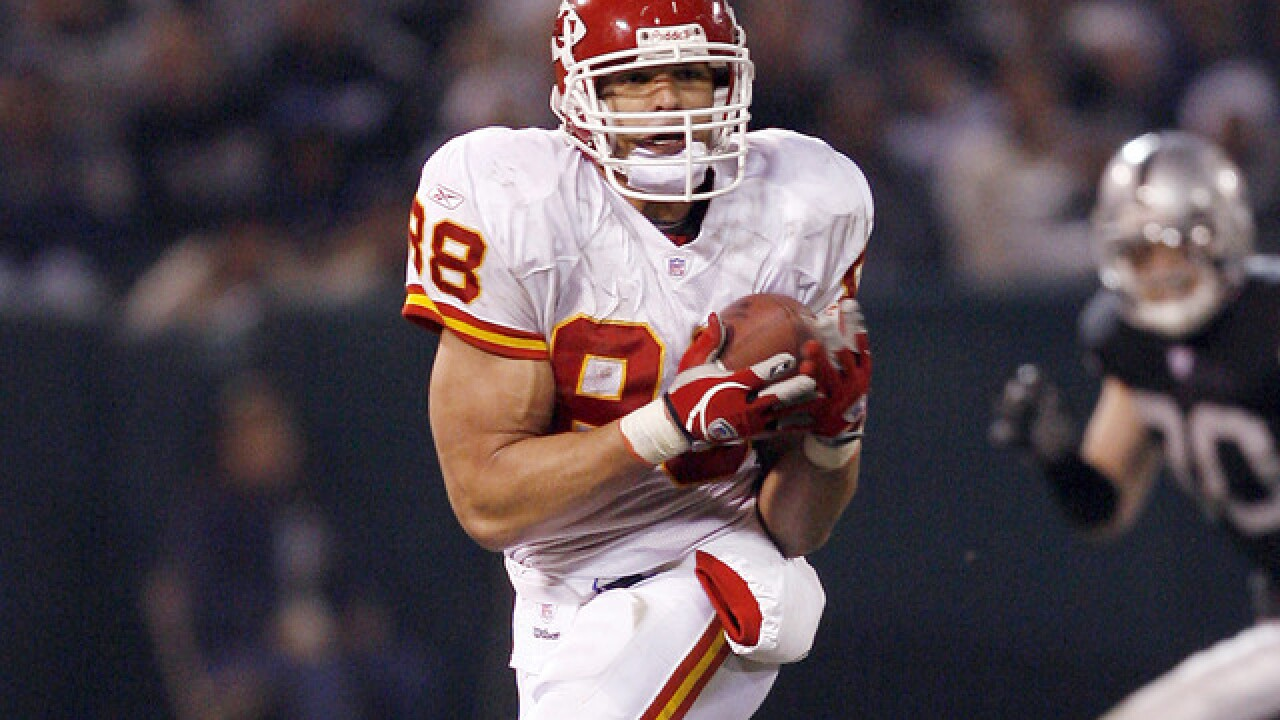 Chiefs to induct Tony Gonzalez into team's hall of fame