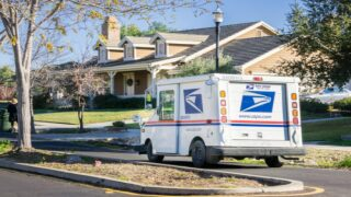 A Postal Worker Left Notes And Gift Cards For The Graduates On His Route