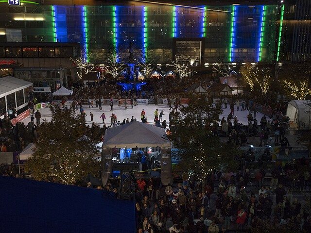 Cincinnati rings in the holiday season with Light Up the Square