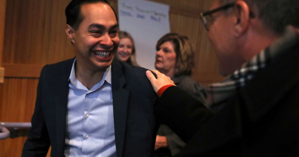 Julian Castro to campaign in Tucson for Elizabeth Warren