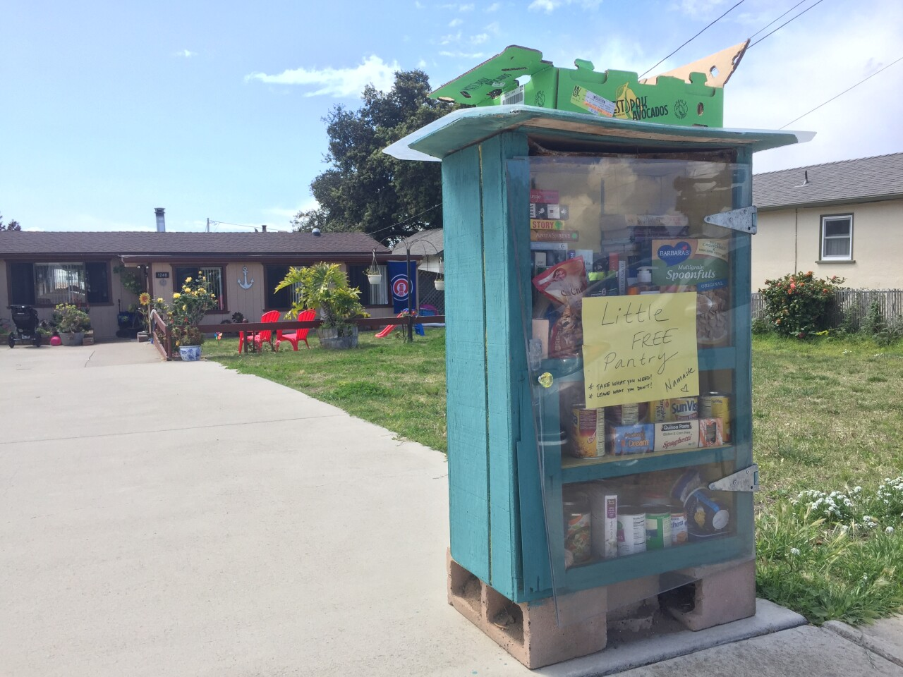Grover free library .JPG