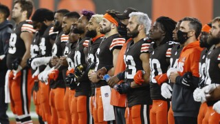 Browns, Bengals players and coaches link arms, stand together during anthem in show of unity