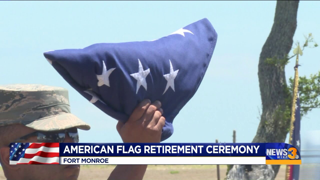Memorial Day service honors American flag and those who died defendingit