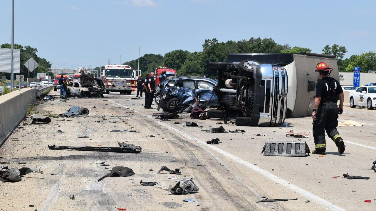 Mother, twin daughters killed, seven injured after serious crash on