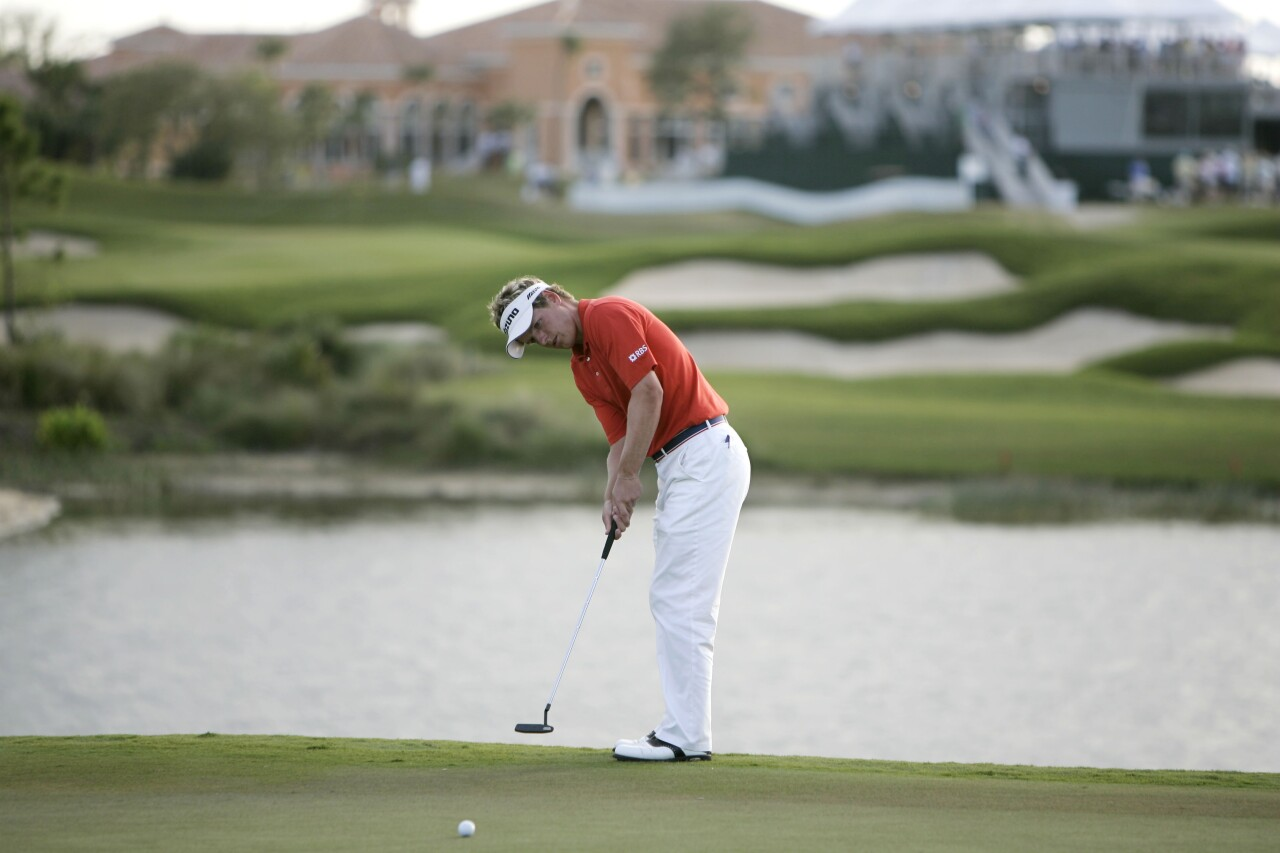 Luke Donald putts on 17th hole at Honda Classic in 2006