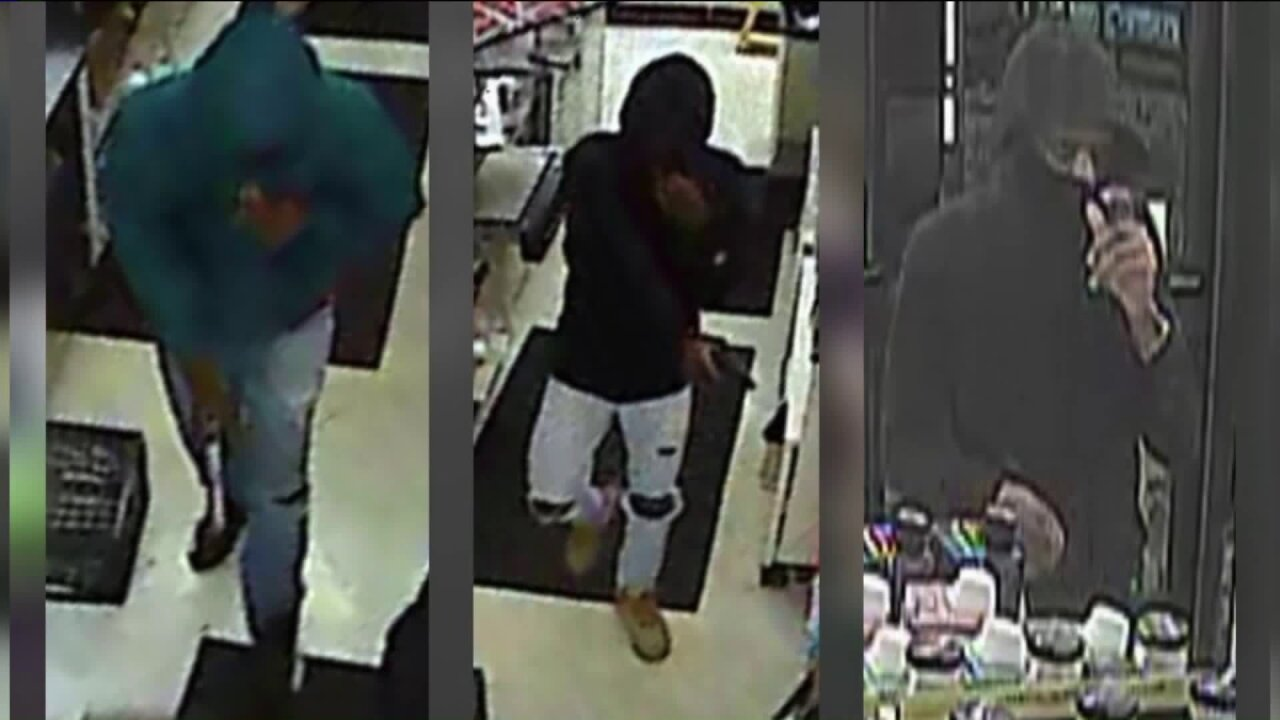7-Eleven robbery suspects wanted in Norfolk