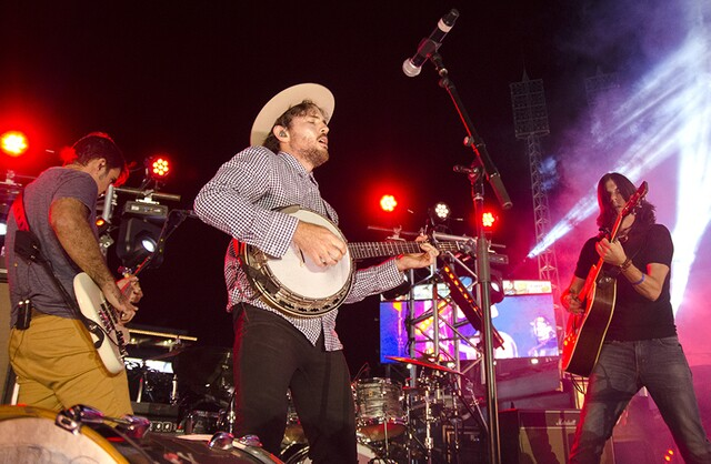 The Avett Brothers wow crowd after Saturday's Reds game at Great American Ball Park