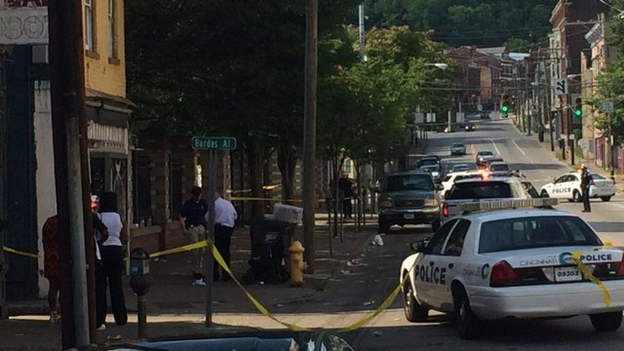 Police: 2 hurt in Over-the-Rhine double shooting