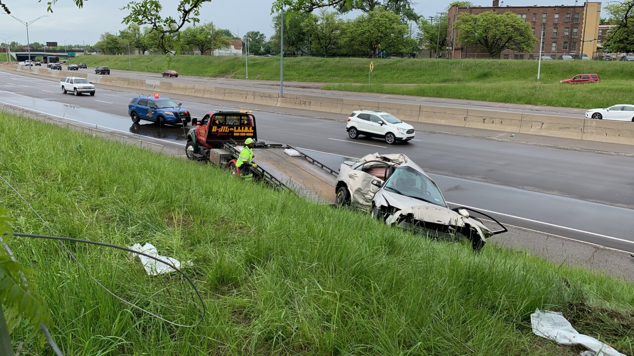 Teen killed in crash on eastbound I-96 in Wayne County