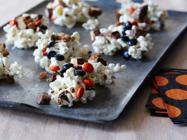 21 Halloween Treats and Snack Ideas