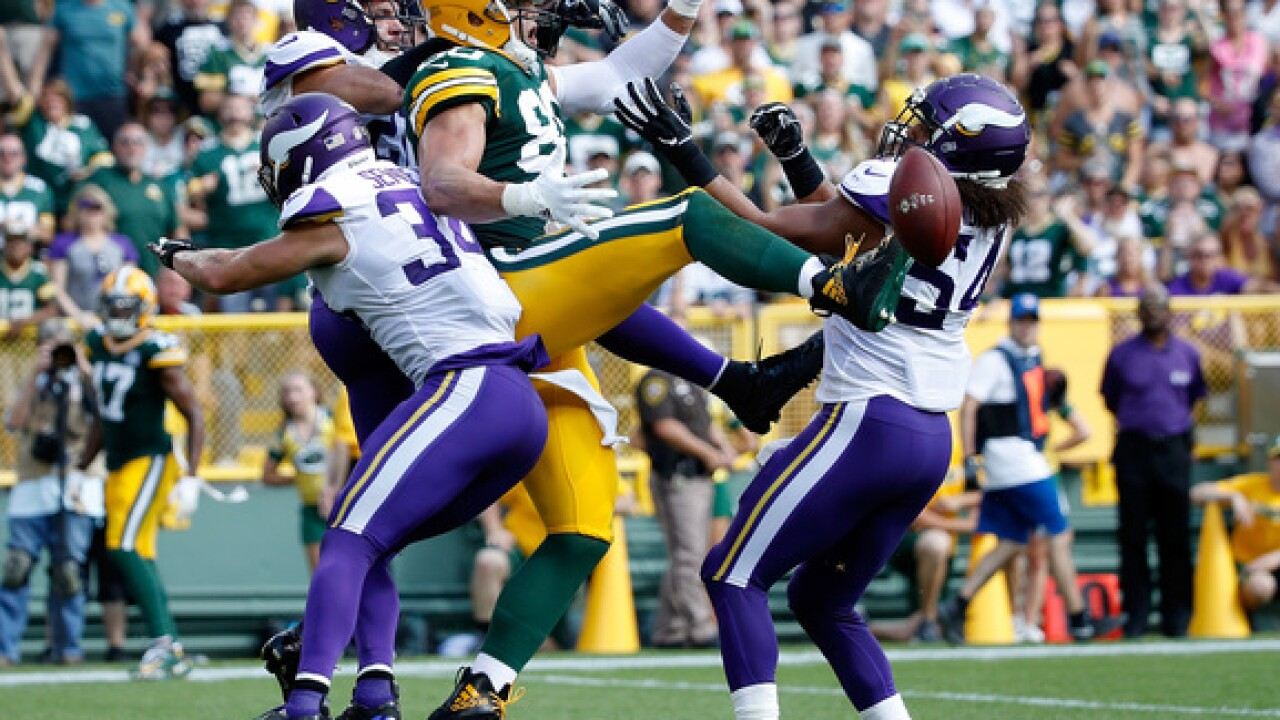 Carlson misses 2 FGs in OT, Vikings and Packers tie