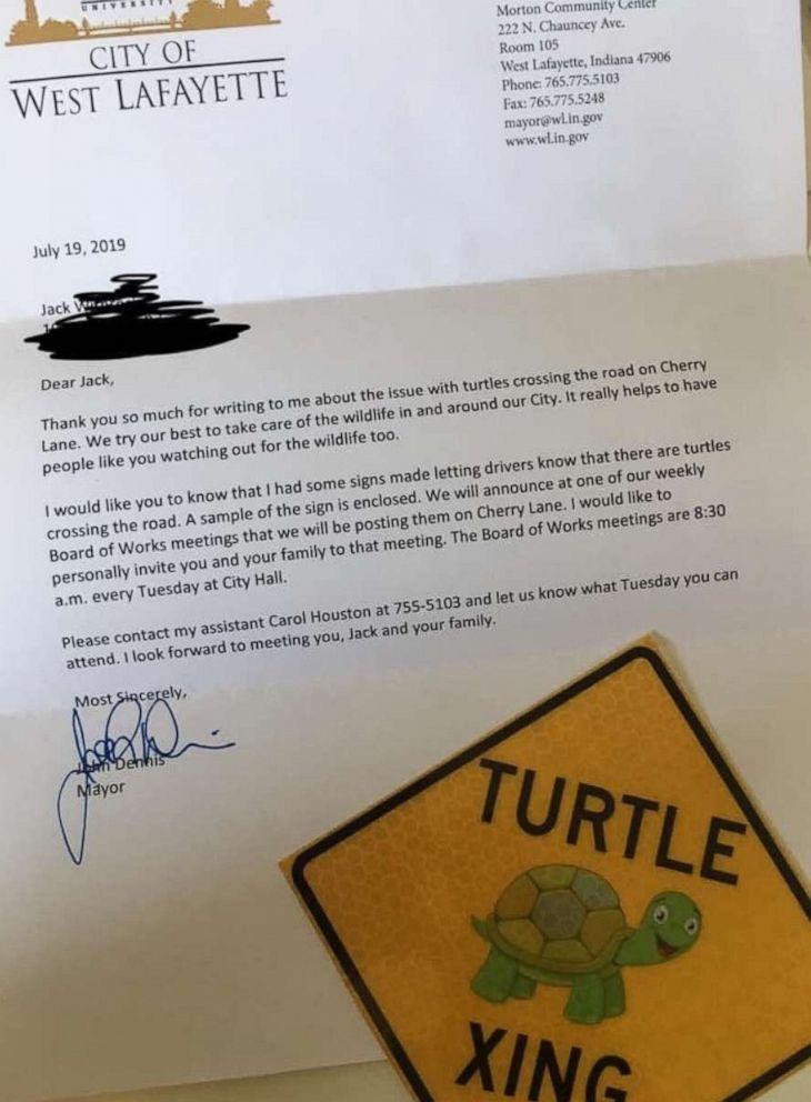turtle-sign-05-as-ht-190808_hpEmbed_11x15_992.jpg