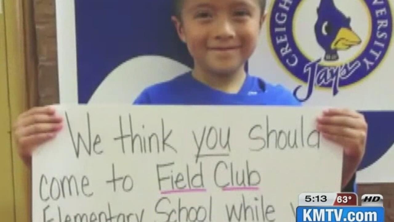 Brad Paisley makes surprise visit to Field Club