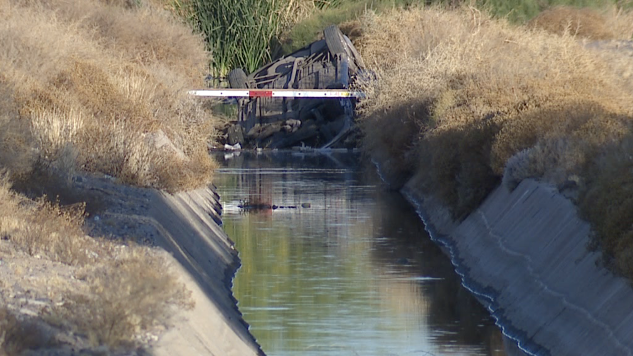 Woman hurt after crashing into Tolleson-area canal
