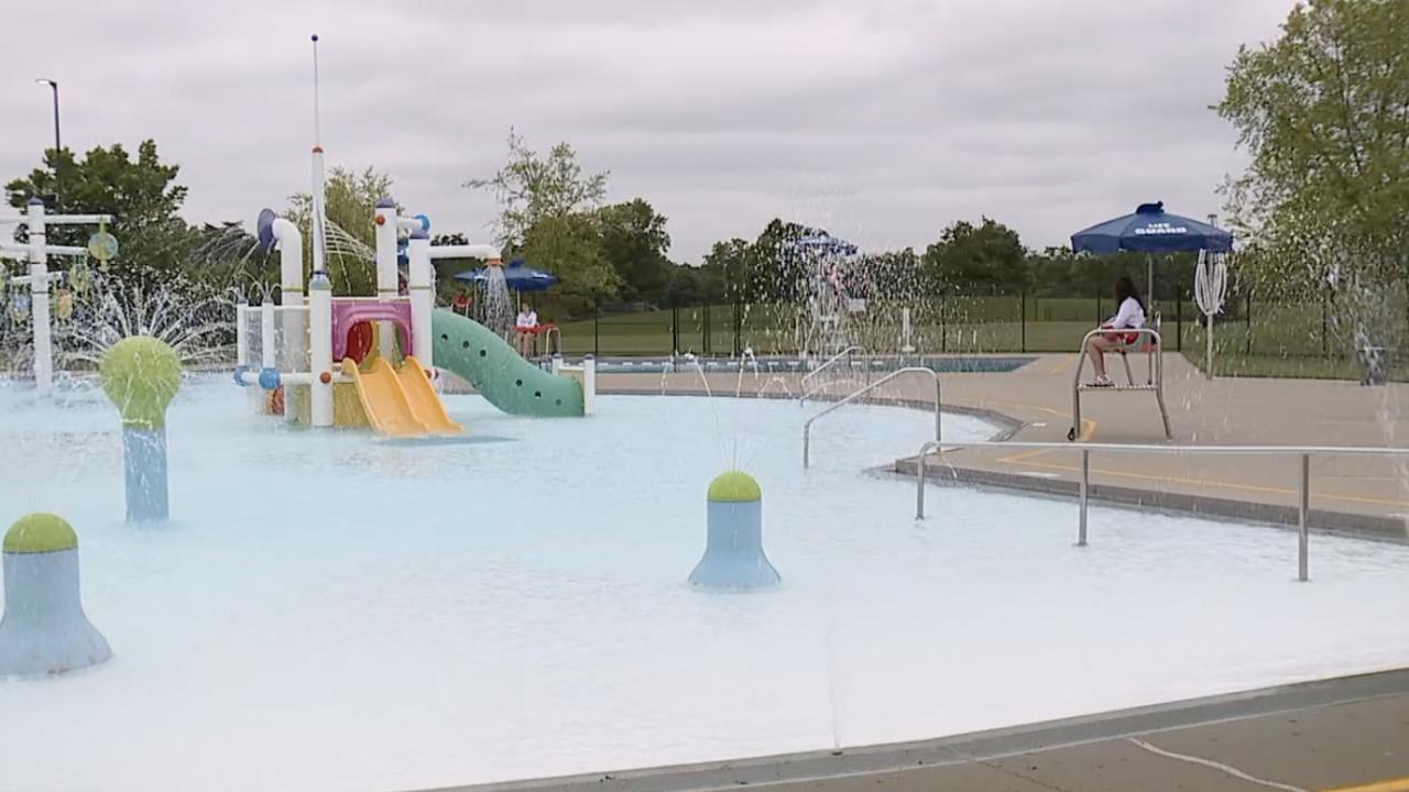 Cincinnati Recreation Center Pool with water features