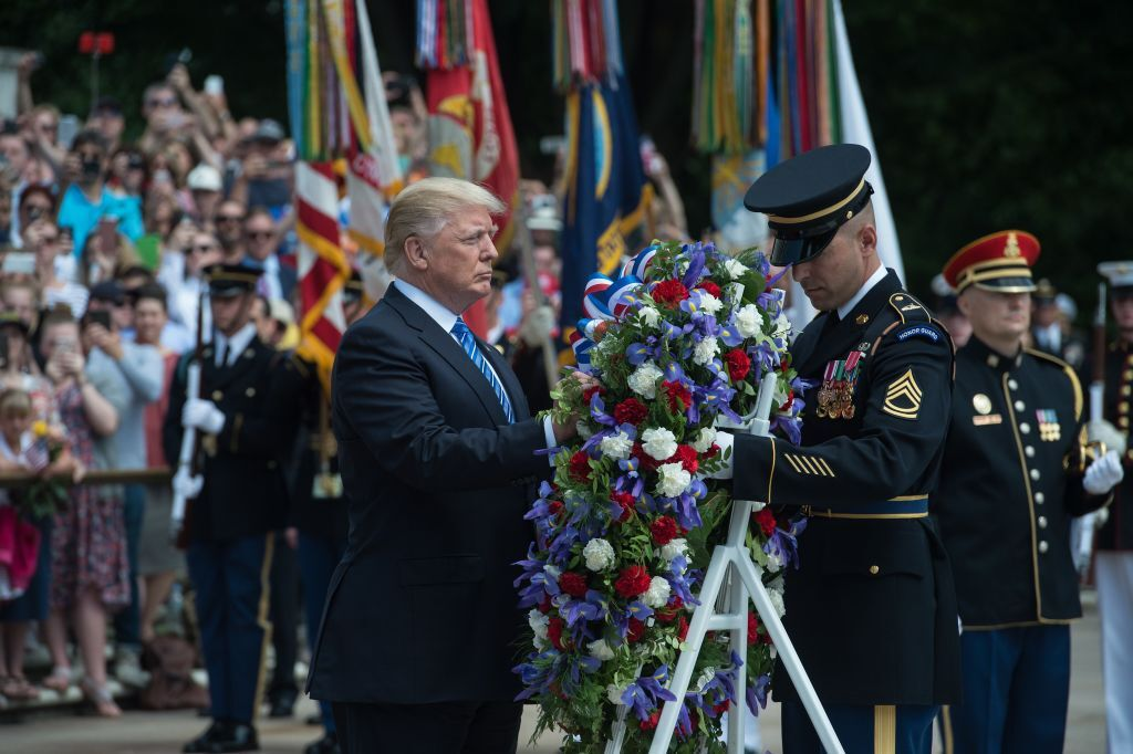 Photos: President Trump honors US service members with Arlington National Cemeteryvisit