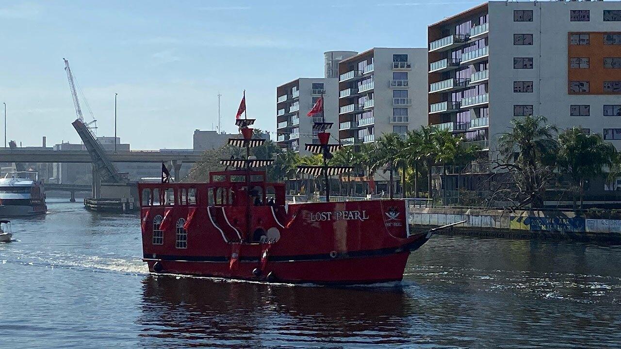Bucs-Victory-Celebration-boats-arriving-WFTS-2.jpg