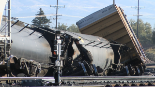 Rail cars containing liquid propane derail in Helena