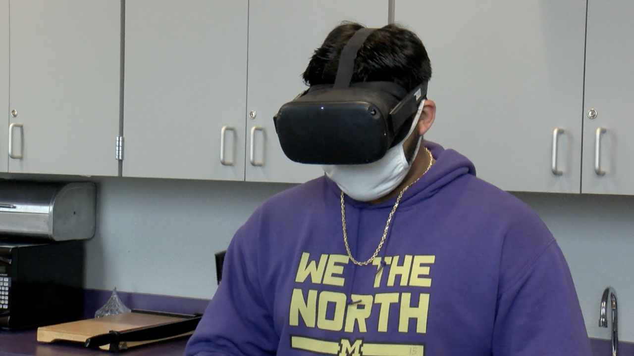 Miller High School student Gabriel De la Cruz gains a virtual experience with TRANSFERVR