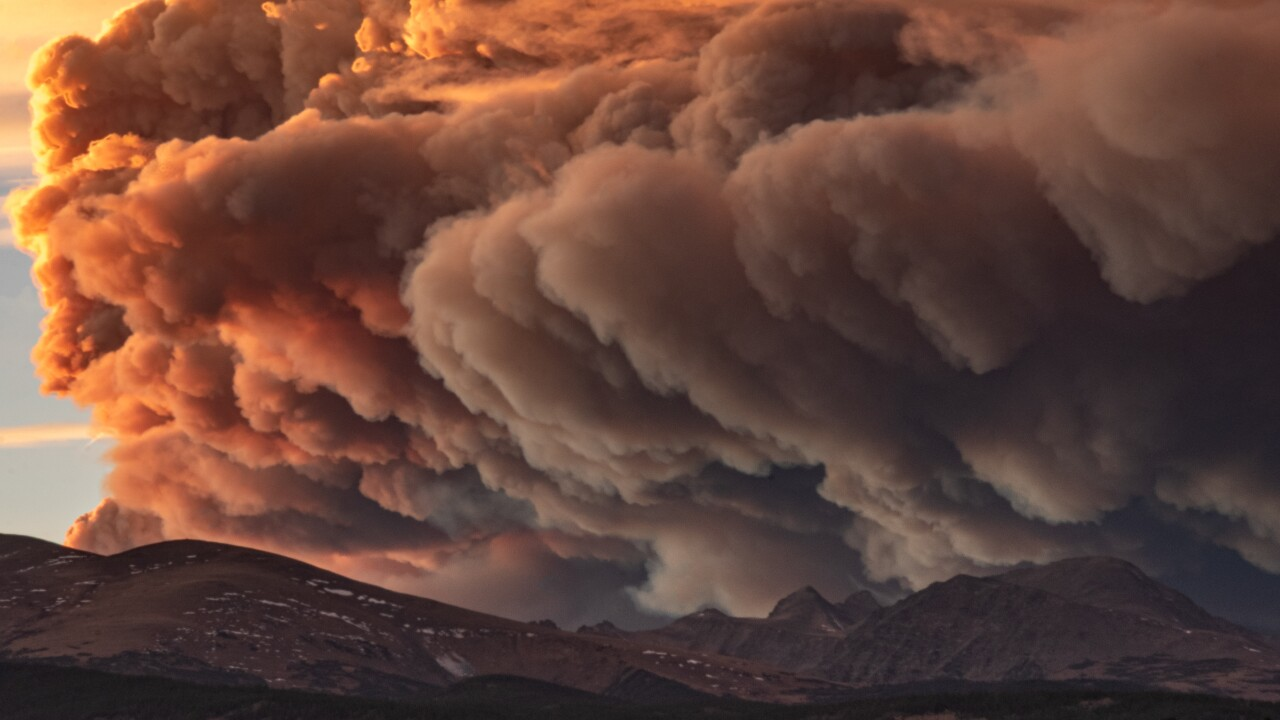 East Troublesome Fire almost doubles overnight, growing to about 39,000 acres
