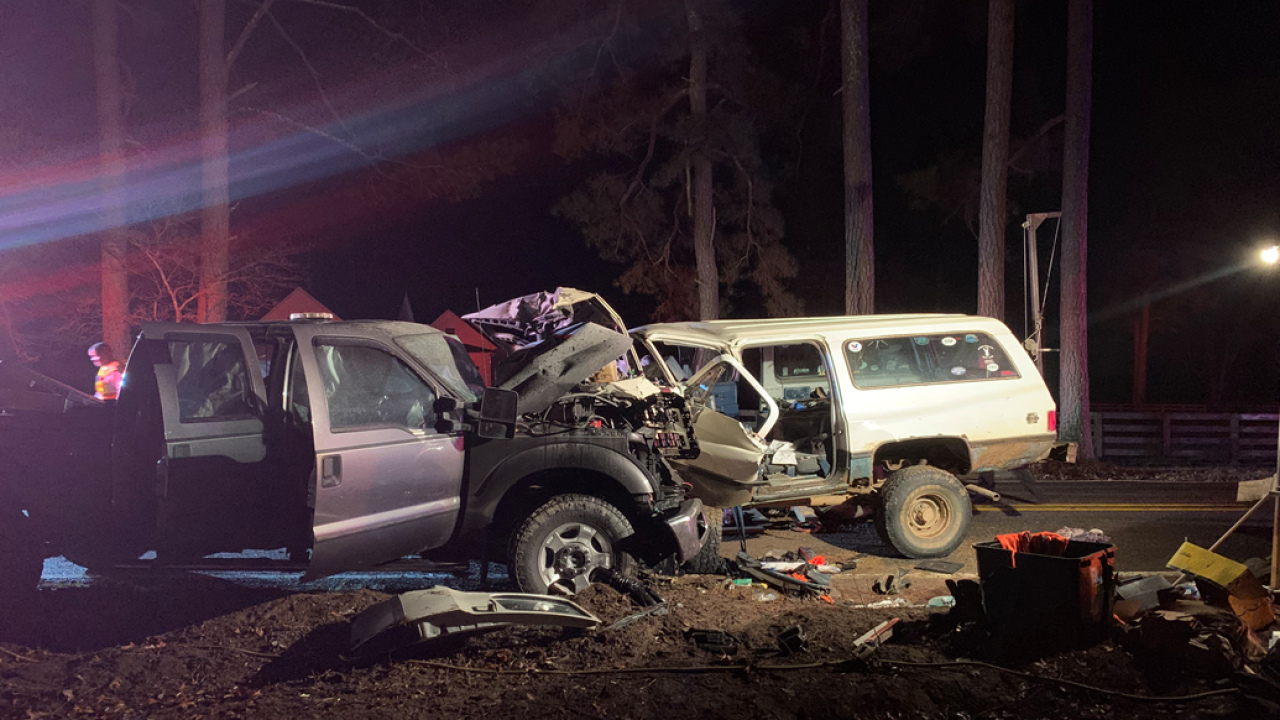 3 injured in head-on crash in Chesterfield
