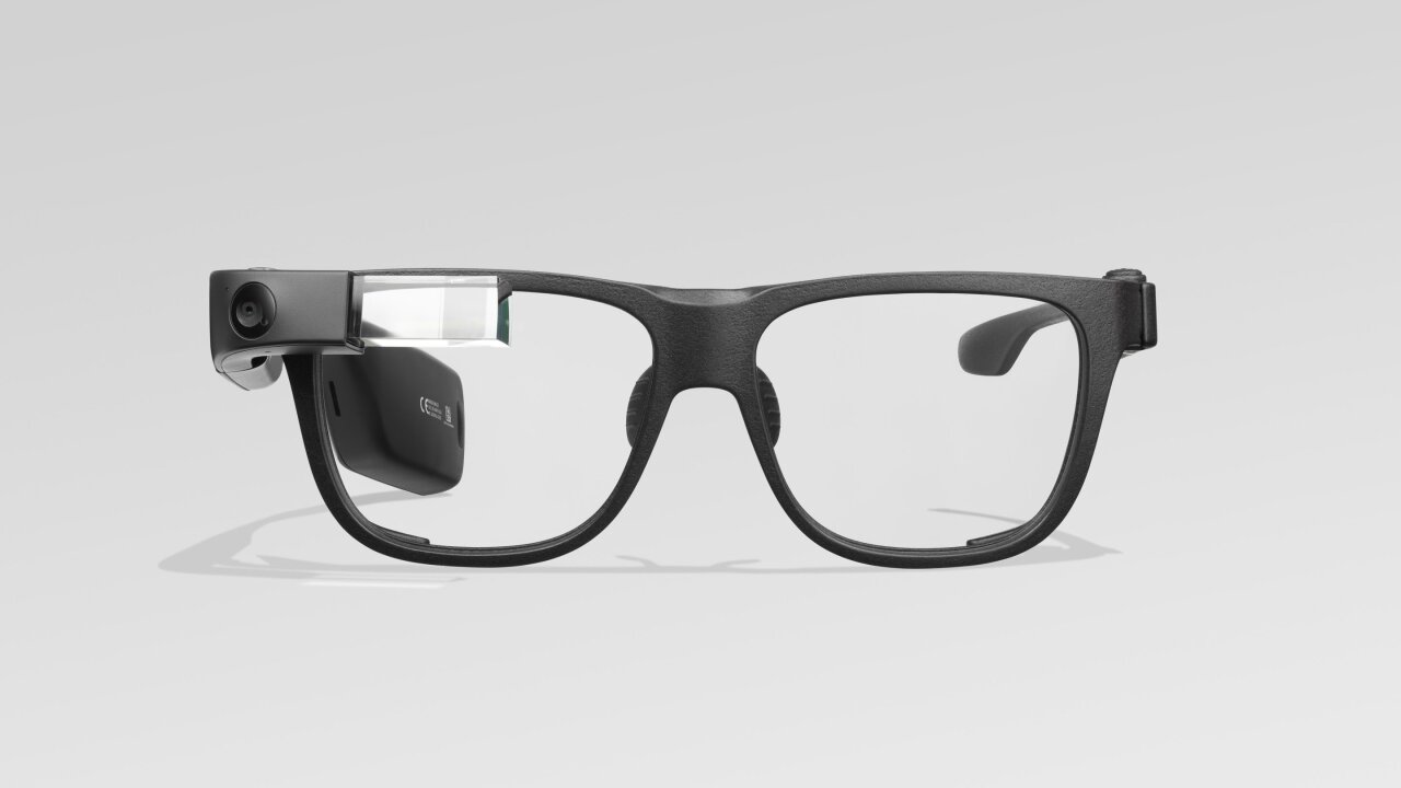 Google Glass lives on in the workplace. The latest pair costs $999